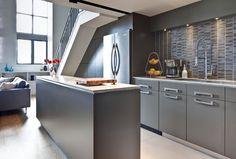 Blog wnętrzarski - design, nowoczesne projekty wnętrz: Loft w Toronto, Kanada - pokój dzienny wraz z aneksem kuchennym