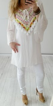 https://www.vintage-fashion-design.de/kleidung/tunika/Tunika-Ibiza-LOVE-von-Miho--s-in-off-white-bunte-Stickerei-Gr--36-38-40.html