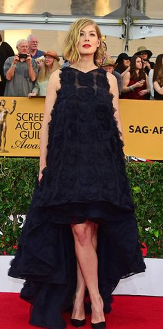 SAG 2015 Red Carpet Arrivals - Rosamund Pike from #InStyle