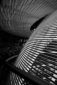Cold walls-Cold worlds Foster Partners, Art And Architecture, Foster Architecture, Norman Foster, Interesting Buildings, Amazing Spaces, Built Environment, Architectural Elements, Textures Patterns