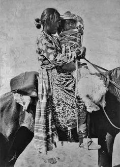 Navajo mother and child - 1901