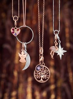 Charm pendants in many motifs like sun☀️, feather & dragonfly: Discover over 600 classic Charm pendants for necklaces & bracelets from THOMAS SABO now! Star Pendant, Angel Pendant, Thomas Sabo, Moon Necklace, Pendant Necklace, Friendship Gifts, Bridesmaid Jewelry, Love Gifts, Rose Gold Plates