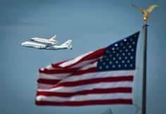 Photo Gallery: Space Shuttle Discovery flown over Washington, DC - Mercury News Media Center Washington Dc, Cool Pictures, Cool Photos, By Plane, Air And Space Museum, National Mall, Land Of The Free, Boeing 747, Old Glory