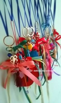 Lucky Charm, Christmas Wreaths, Charms, Gift Wrapping, Facebook, Holiday Decor, Handmade, Gifts, Accessories
