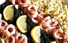 Kalastajanvaimon salaatti täydentyy mädistä, kanamunista ja herkkusienistä.