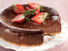 From the YOU test kitchen: Diabetic-friendly chocolate cheesecake Cheesecake Recipes, Dessert Recipes, Desserts, Diabetic Cake, Chocolate Cheesecake, Chocolate Cake, Diabetic Friendly, Kos, Food Dishes