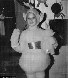 Taylor Swift Dresses as a Teletubby in This Adorable Throwpack Halloween Pic!: Photo In case you ever wondered what Taylor Swift looked like dressed as the Yellow Teletubby, here you go! Taylor Swift Childhood, Young Taylor Swift, Baby Taylor, Taylor Swift Pictures, Taylor Alison Swift, Olaf Halloween Costume, Best Celebrity Halloween Costumes, Halloween Photos, Halloween Ideas