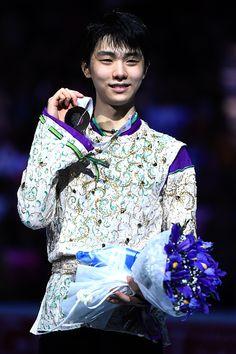 501133476-gold-medalist-yuzuru-hanyu-of-japan-poses-gettyimages.jpg (395×594)