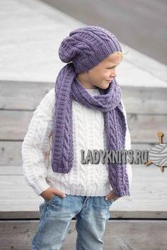 вязаный спицами шарф и шапка