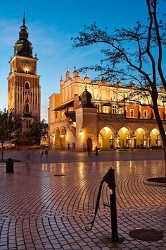 Krakow is one of the oldest and most beautiful cities in Poland. I love Poland. The people are really nice! Places Around The World, Oh The Places You'll Go, Travel Around The World, Places To Travel, Places To Visit, Around The Worlds, Europe Centrale, Krakow Poland, Belle Villa