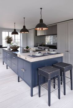 02 Mowlem & Co Heritage Kitchen The Effective Pictures We Offer You About curved kitchen island A qu Open Plan Kitchen Living Room, New Kitchen, Kitchen Dining, Kitchen Cabinets, Luxury Kitchens, Home Kitchens, Tuscan Kitchens, Kitchen Interior, Kitchen Decor