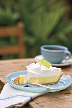 Recipe: Heavenly Key Lime Pie A little bit of sugar never did anyone harm—and this Southern dessert favorite hits the spot. Heavenly Key Lime Pie is wonderful with fresh or bottled Key lime juice. If you don't have Key limes, trying swapping out the Key l Yummy Treats, Sweet Treats, Yummy Food, Yummy Yummy, Creamy Key Lime Pie Recipe, Fresh Recipe, Pie Recipes, Dessert Recipes, Cooking Recipes