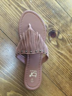 An easy slip on flip flop that adds a trendy style at the same time. Who doesn't love a little fringe in their life.
