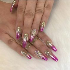Chrome nail is a popular nail art design in recent years. Chrome nails use the latest technology. They use some gold or silver or other metallic colors to make them look metallic. Have you tried Chrome nail art designs before? If not, look at the 35 Fancy Nails, Bling Nails, Stiletto Nails, Coffin Nails, Acrylic Nails, Fabulous Nails, Gorgeous Nails, Pretty Nails, Hot Nails