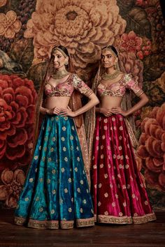 Floral blouse with single colour lehenga Bridal Sabyasachi Indian Bridal Outfits, Indian Bridal Wear, Indian Dresses, Lehenga Designs, Indian Attire, Indian Ethnic Wear, India Fashion, Asian Fashion, Moda India