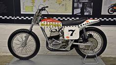 Flat Track Motorcycle, Flat Track Racing, Motorcycle Art, Road Racing, Bultaco Motorcycles, Custom Motorcycles, Motorbikes, Old Bikes, Dirt Bikes