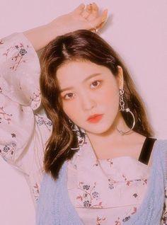 Image about kpop in 𝐫𝐞𝐝 𝐯𝐞𝐥𝐯𝐞𝐭 𝟗𝟎'𝐬 𝐞𝐝𝐢𝐭𝐬🧚🏻♀️ by Seulgi, Kpop Girl Groups, Korean Girl Groups, Kpop Girls, Sooyoung, Red Velvet, Cool Girl, My Girl, Rapper