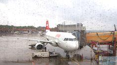 SWISS A320-200 am Gate A10 - Check more at http://www.miles-around.de/trip-reports/economy-class/swiss-airbus-a320-200-economy-class-berlin-nach-nizza/,  #A320-200 #Airbus #Airport #avgeek #Aviation #Berlin #Côted'Azur #Flughafen #Lounge #LufthansaSenatorLounge #Mietwagen #NCE #SWISS #SWISSSenatorLounge #Trip-Report #TXL