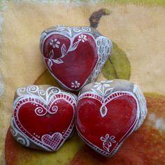 80 romantic valentine painted rocks ideas diy for girl (53)