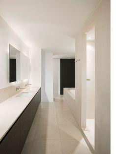 Bathroom inside the Private Residence Piet Heinkade by Dutch architect Ruud van Oosterhout. Modern White Bathroom, Beautiful Bathrooms, Bathroom Spa, Bathroom Ideas, Washroom, Bath Ideas, Kb Homes, Bathroom Interior Design, Bathroom Inspiration