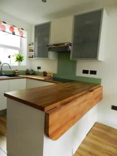 Folding table to save space in open space dining-kitchen: classic Kitchen by XTid Associates Find the best kitchen design, ideas & inspiration to match your style. Browse through images of kitchen islands & cabinets to create your perfect home. Kitchen Room Design, Rustic Kitchen Decor, Home Decor Kitchen, Kitchen Interior, Home Kitchens, Kitchen Designs, Farmhouse Decor, Interior Plants, Modern Farmhouse