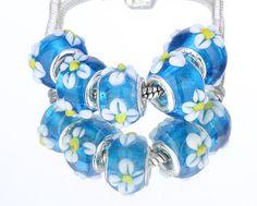 1 blue glass daisy European charm bead - flowers daisies lampwork bracelet plant