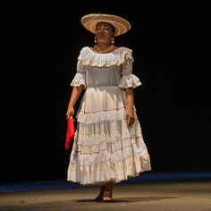 A photo of the traditional Colombian lady taken in Cartagena de Indias, Colombia. Image by OneEighteen