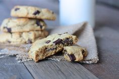 Paleo chocolate chip cookies (coconut sugar, almond flour) - wonderful! These are now my go-to chocolate chip cookie