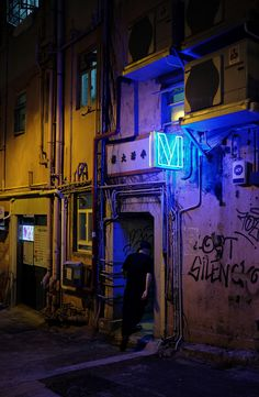 (Do click the image to view large) 荷李活大樓 (Hollywood Building) and M (Mitte) Upper Station Street, Sheung Wan, Hong Kong