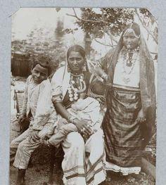 Br. Ind. Koelievrouwen en kinderen, Théodore van Lelyveld, 1895 - 1898 - Zoeken - Rijksmuseum
