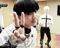 SHINee's Key - gifs   Hahaha Jonghyun XD