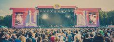 """Lollapalooza Festival in Berlin (September): Holiday-Inn-Express Gäste genießen die Alternative Stage vom Hotelzimmer aus! Einfach die Next-Generation-Hotelzimmer"""" buchen. So wird das Konzerterlebnis durch eine gut gefüllte Mini-Bar mit Snacks und Getränken sowie USB-Anschlüssen zum Aufladen der Smartphones aufgepeppt."""