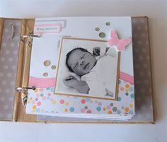 Ya sé que estamos en época navideña y tocan postales o el Diario, pero esta vez os presento un mini álbum de bebé.   Empecé el álbum antes q...