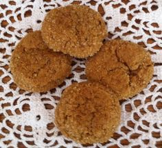 Molasses Cookies: ingredients, directions, and a special tip from The Elf to make classic Molasses Cookies, an American tradition. Brownie Cookies, Yummy Cookies, Old Fashioned Molasses Cookies, Traditional Christmas Cookies, Cookie Swap, Cookies Ingredients, Desert Recipes, Mexican Food Recipes, Holiday Recipes