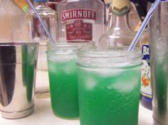 """Green Lantern Ingredients 1 ounces of vodka ounce coconut rum ( Cruzan) ounce melon liqueur ( Any will do) ounce blue curacao ( """") pineapple juice Sprite Directions Fill glass with pineapple juice and a bit of sprite -- Then -- Enjoy! Cocktails, Cocktail Drinks, Martinis, Cocktail Recipes, Summer Drinks, Fun Drinks, Cold Drinks, Beverages, Party Drinks Alcohol"""