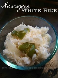 Nicaraguan White Rice - Arroz Banco Nicaraguense Not your ordinary everyday white rice. Nicaraguan White Rice - Arroz Banco Nicaraguense Not your ordinary everyday white rice. White Rice Recipes, Rice Recipes For Dinner, Mexican Food Recipes, Ethnic Recipes, Nicaraguan Food, Hispanic Dishes, Latin Food, Carne, Cooking Recipes