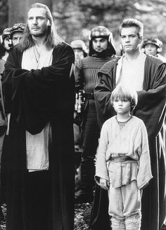 Ewan McGregor, Liam Neeson and Jake Lloyd in Star Wars: Episode I - The Phantom Menace