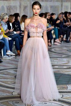 01fc1a826edc8 The Best Looks from the Giambattista Valli Haute Couture Show in Paris.  クチュールウィークオートクチュールのドレス ...
