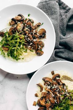 Oven Risotto with Garlic Roasted Mushrooms and Arugula - Pinch of Yum Healthy Dinner Recipes, Appetizer Recipes, New Recipes, Vegetarian Recipes, Cooking Recipes, Pasta Recipes, Lunch Recipes, Healthy Food, Favorite Recipes