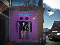"""Depois do """"Luz nas Vielas"""" na Vila Brasilândia (postamos aqui), o coletivo criativo de Madrid Boa Mistura divulga suas cores pela África com o projeto Diamonds Inside. Foram criados diversos murais pela cidade de Cape Town inspirados no evento de Woodstock. A ideia foi pintar ícones grandes incorporados as patterns africanas, com uma mensagem curta …"""