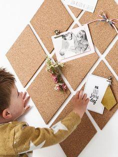 Pinboard of self-adhesive cork pane - Wonen voor je # interiørga . Decoration Photo, Bedroom Decor, Wall Decor, Diy Interior, Classroom Decor, Home Decor Inspiration, Diy Home Decor, Diy And Crafts, Kids Room