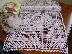 Centro pizzo ad uncinetto a filet crochet table runner doily