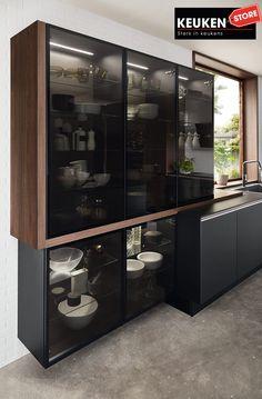 De zwarte keuken is anno 2021 heel populair. Begrijpelijk want zwart is chique, stoer, maar ook modern en industrieel! Kies voor een volledig zwarte keuken, inclusief keukenblad, of maak een mooie combi met bv. hout. Keuze te over! #zwartekeuken #industrielekeuken #modernekeuken #2021 #exlusievekeuken #keuken #keukeninspiratie #luxekeuken #populairekeuken #interieurinspiratie #wooninspiratie #stijlvollekeuken #stoerekeuken #keukenstore Liquor Cabinet, Storage, Furniture, Home Decor, Purse Storage, Decoration Home, Room Decor, Larger, Home Furnishings