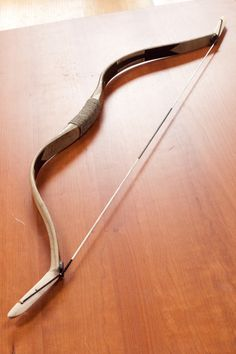 Hongarian bow Traditional Bow, Traditional Archery, Bow And Arrow Diy, Horse Bow, Mounted Archery, Recurve Bows, Archery Bows, Medieval Weapons, Longbow