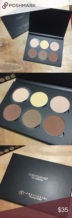 Anistasia Beverly Hills contour palette. I have used the lightest one once or twice before. It's in very good condition. It's just not something I reach for at all. So I hope it finds a home!! It's 100% authentic. Sephora Makeup Luminizer