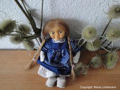 Puppe. Kopf aus Ton modelliert, Form abgenommen und ausgeschäumt. Körper und Kleidung genäht, Perücke mit Echthaar geknüpft.  Little Puppet I made by myself