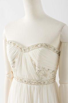"""ブライズメイド ウェデング ドレス セール ビーズ刺繍 セーラームーン SL006 ブライズメイド ウェデング ドレス セール ビーズ刺繍 セーラームーン SL006  Sale, Instock Wedding Dresses. Ivory, simple, #sailormoon #Princessserenity , beaing, . #ウエディングドレス #ウェディングドレス """"セーラームーン #プリンセスセレニティ フロントからバックにかけて全面的にビーズ刺繍が施されたエレガントなウェディングドレス 高い位置での切り替えデザインで足長効果のある1着です 360度どの方向から見ても美しいデザインで、ウェディングドレスとしてはもちろん、お色直しや二次会ドレスにもオススメ 定価180,000円の50%オフにて限定販売です   販売ドレスカラー: アイボリー(画像色)"""