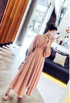 Korean Fashion Dress, Hijab Fashion, Fashion Dresses, Dress Outfits, Dress Up, Mode Tartan, Muslim Women Fashion, Batik Fashion, Prom Dresses With Sleeves