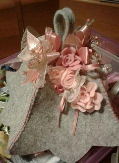 Campana in feltro con fiori... di Luisa Valent