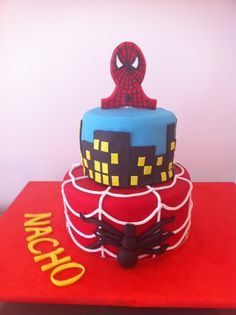 Tarta personalizada con el personaje de Spiderman elaborada por TheCakeProject en Madrid